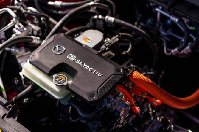 Până în 2030 un sfert dintre modelele Mazda vor fi complet electrice