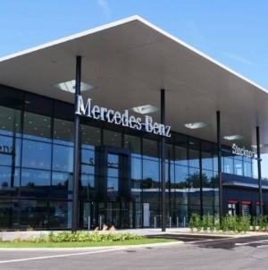 Daimler încearcă vânzarea unor showroom-uri Mercedes-Benz. O afacere de 1 mld. euro.