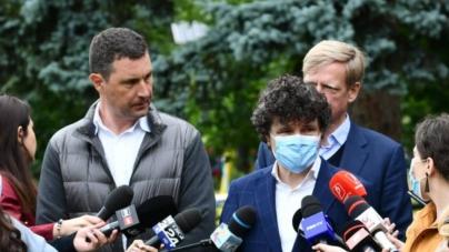 """Nicușor Dan: Mi-e frică să merg cu bicicleta în Bucureşti. Oraşul """"este sufocat de maşini"""" parcate pe trotuar și prima bandă"""