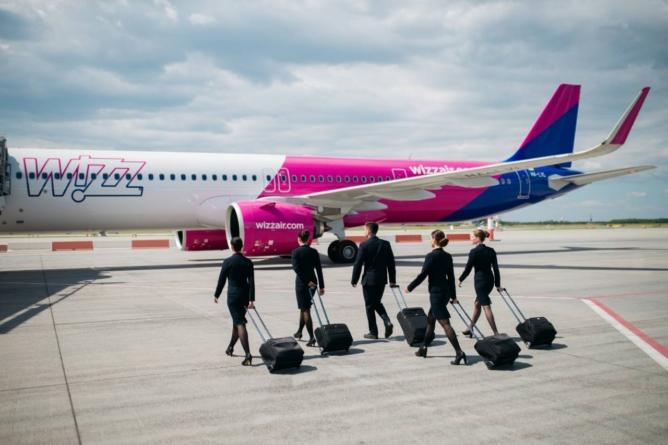 Wizz Air caută în șapte orașe din România 800 de noi însoțitori de bord