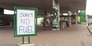 Ministrul britanic al transporturilor acuză șoferii pentru criza de carburanți