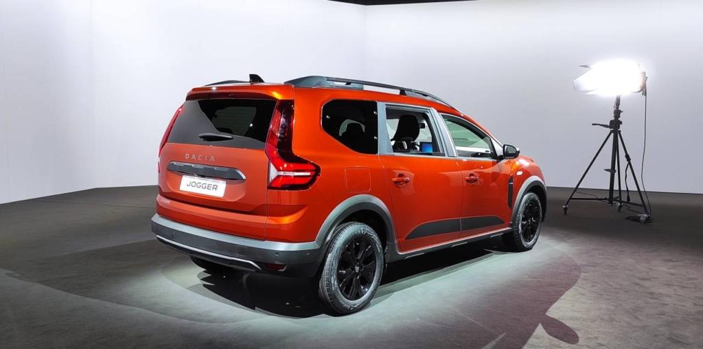Dacia Jogger - (c) LifeNews (2)